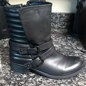Wanted size 7 black clutch boots